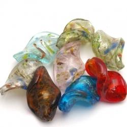 Glaskraal, wokkel, diverse kleuren met zilverfolie, spikkel, 30 mm (streng)